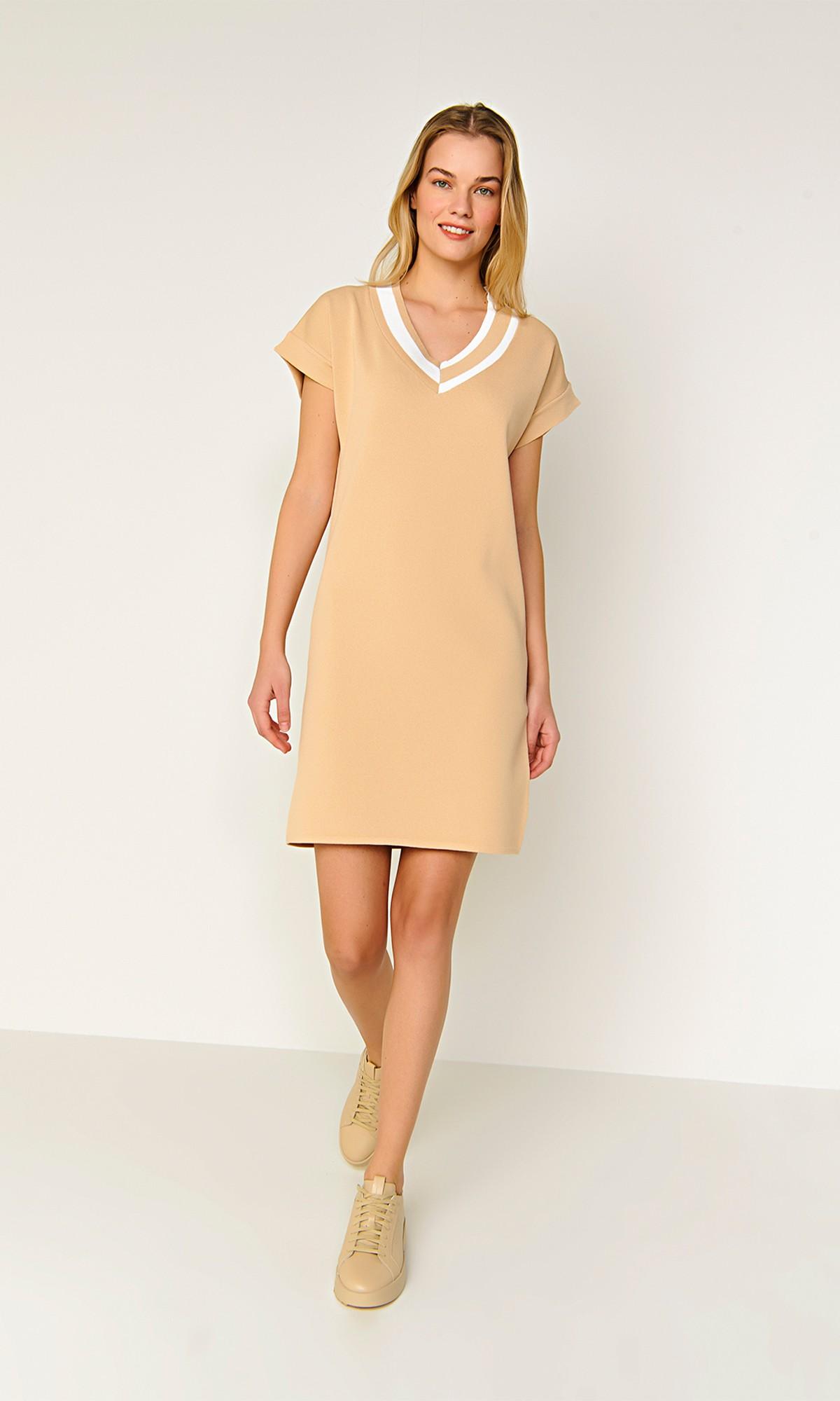 Sukienka dzianinowa mini w kolorze beżowym
