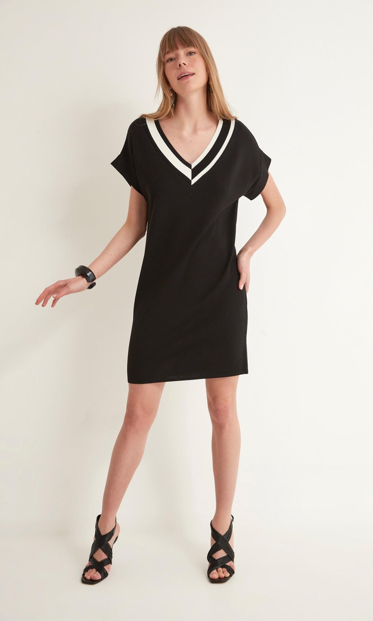 Sukienka dzianinowa mini w kolorze czarnym