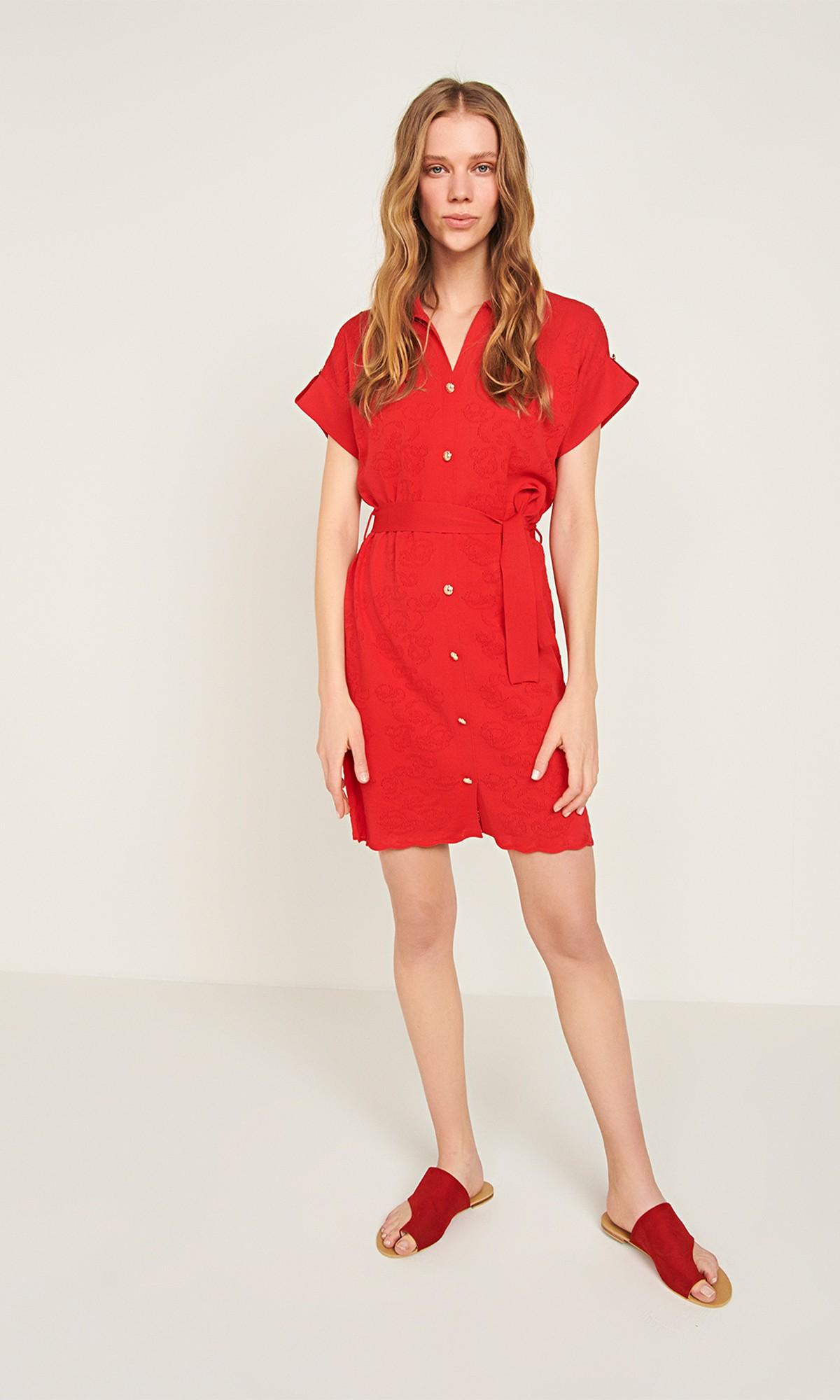 Sukienka dzianinowa wiązana, w kolorze czerwonym