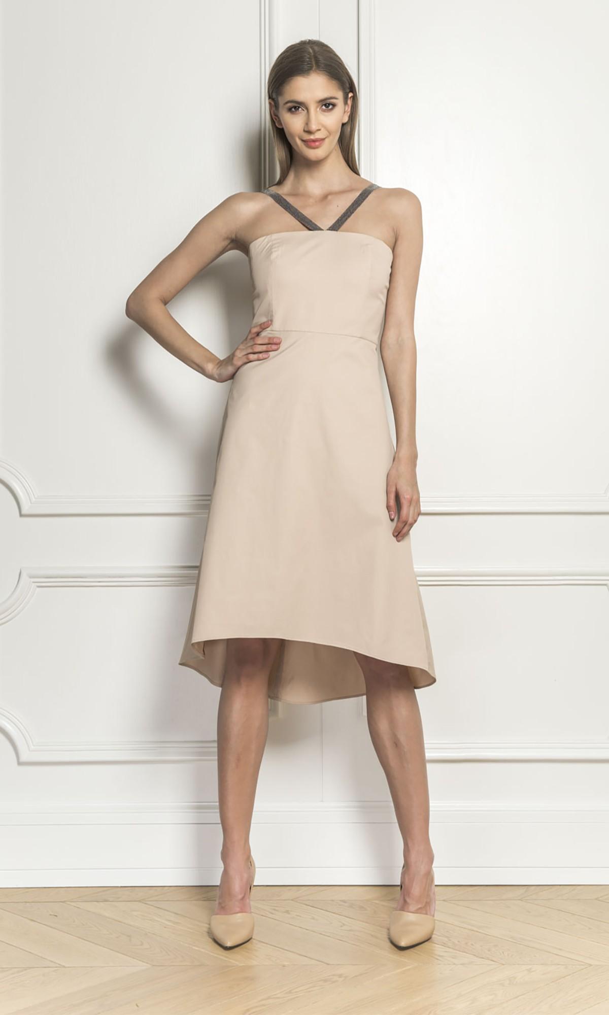 Sukienka w kolorze beżowym