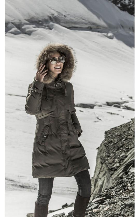 Kurtka zimowa w kolorze khaki, 250
