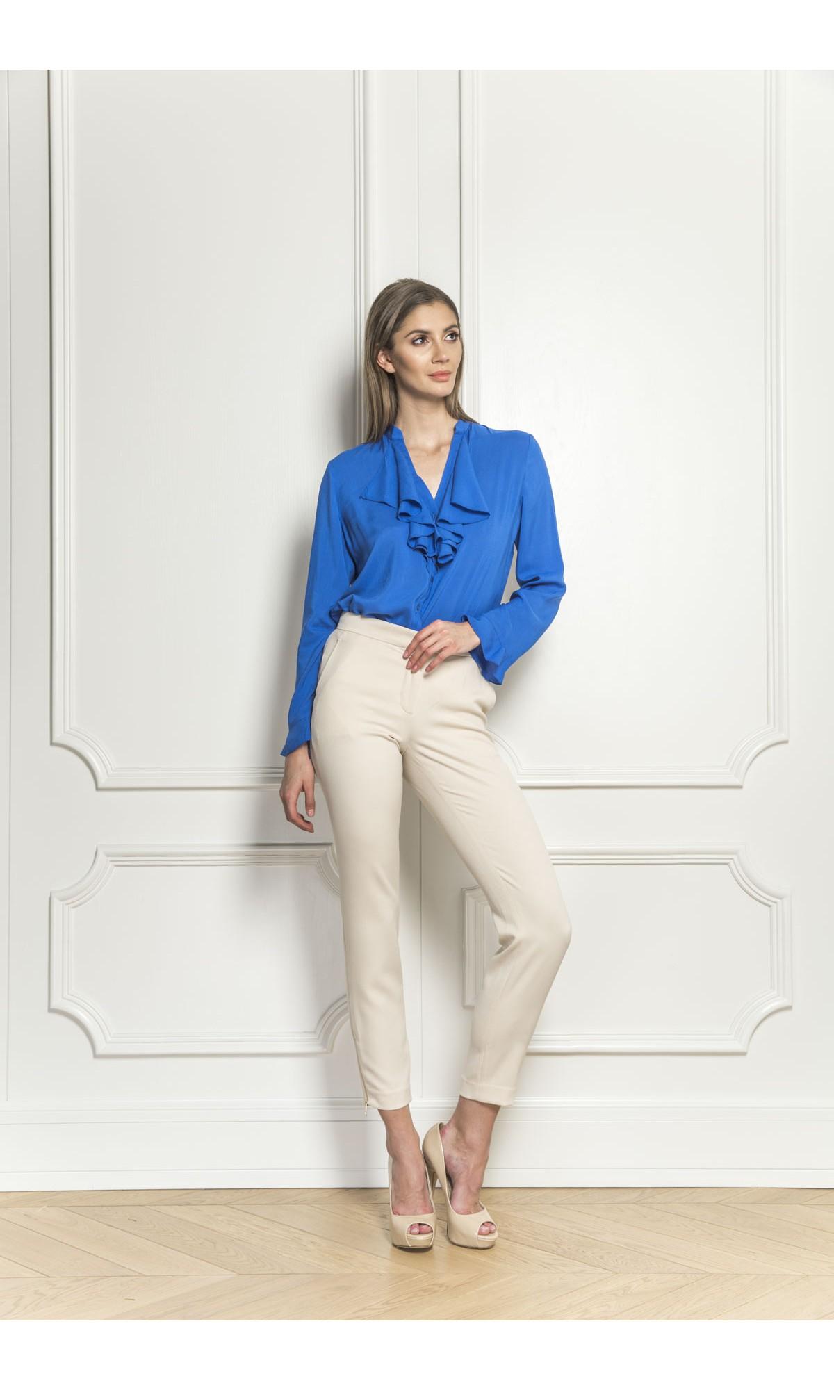 Koszula z żabotem w kolorze niebieskim