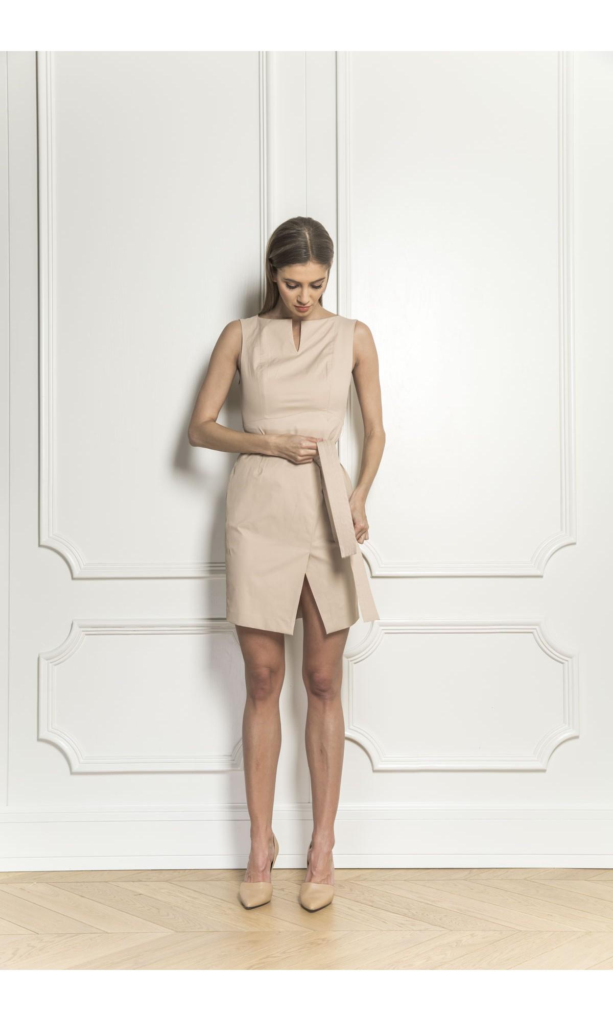 Sukienka wiązana w pasie, w kolorze beżowym