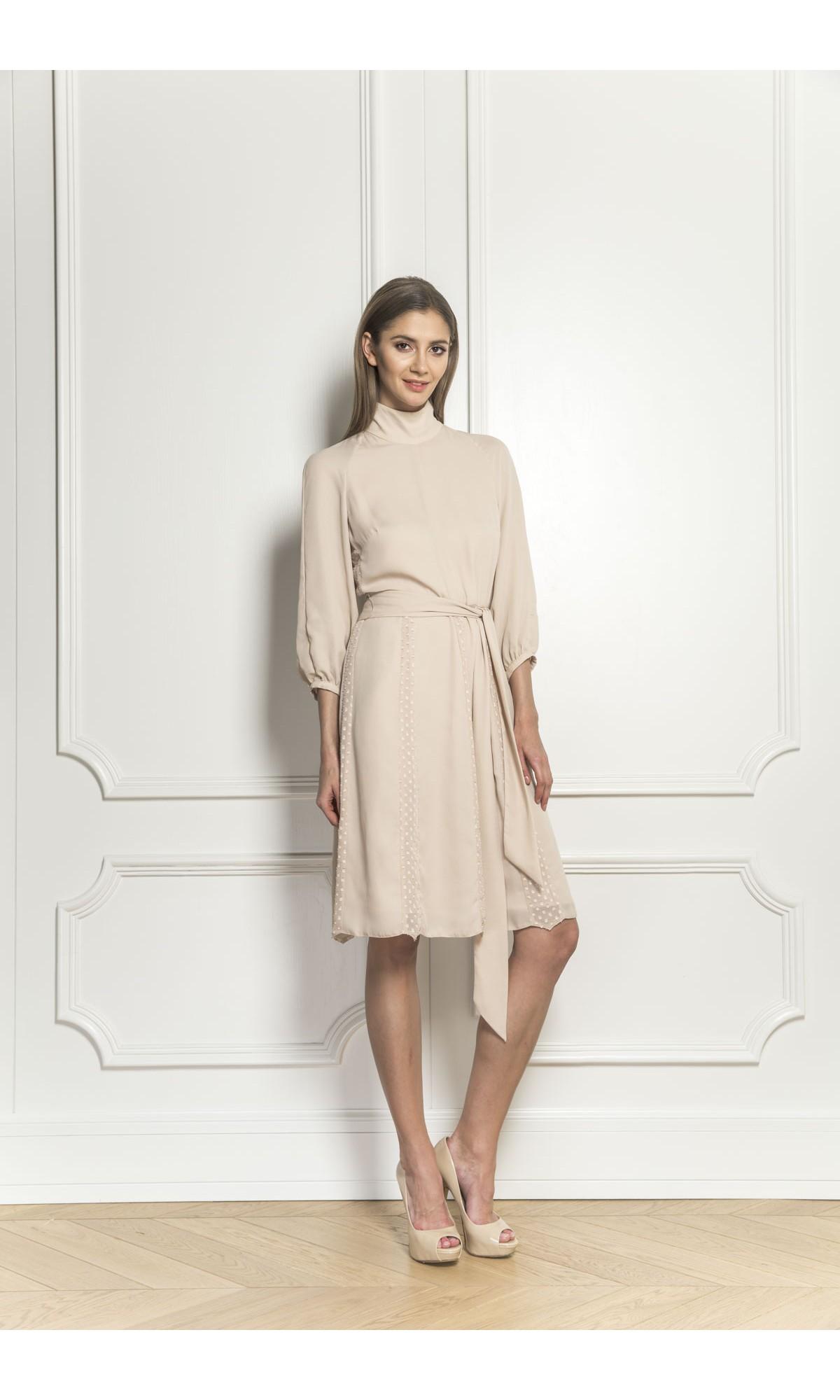 Sukienka szyfonowa w kolorze beżowym