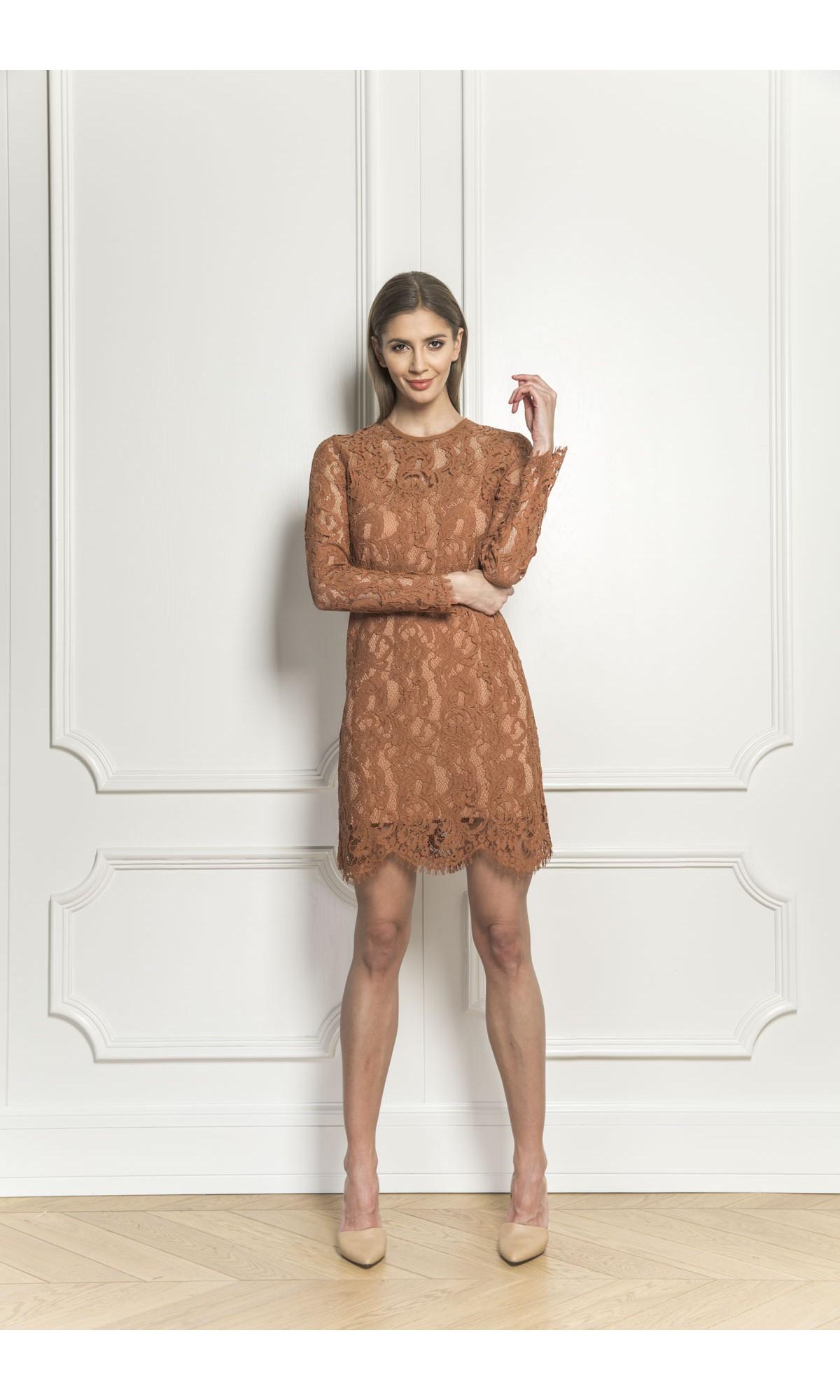 Sukienka koronkowa w kolorze kamelowym