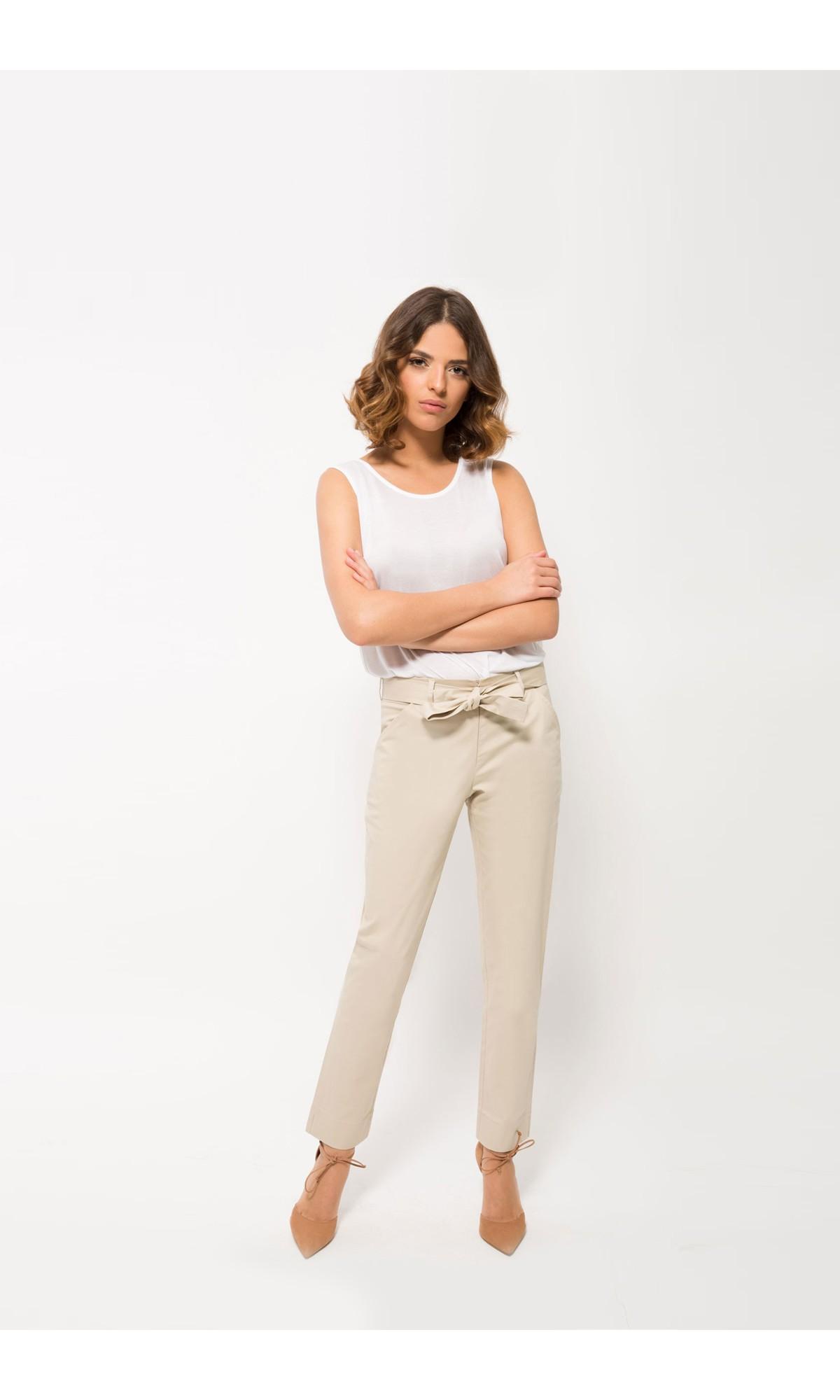 Spodnie cygaretki w kolorze waniliowym