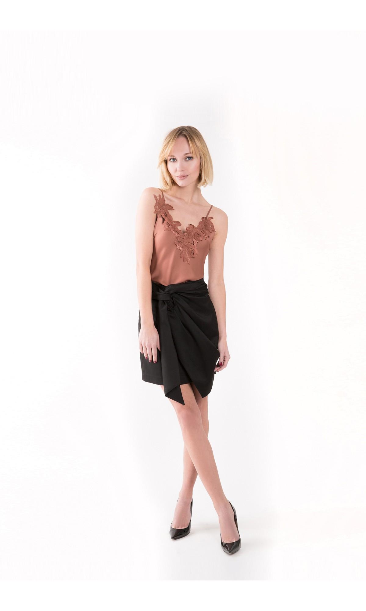 Spódnica z wiązaniem, w kolorze czarnym