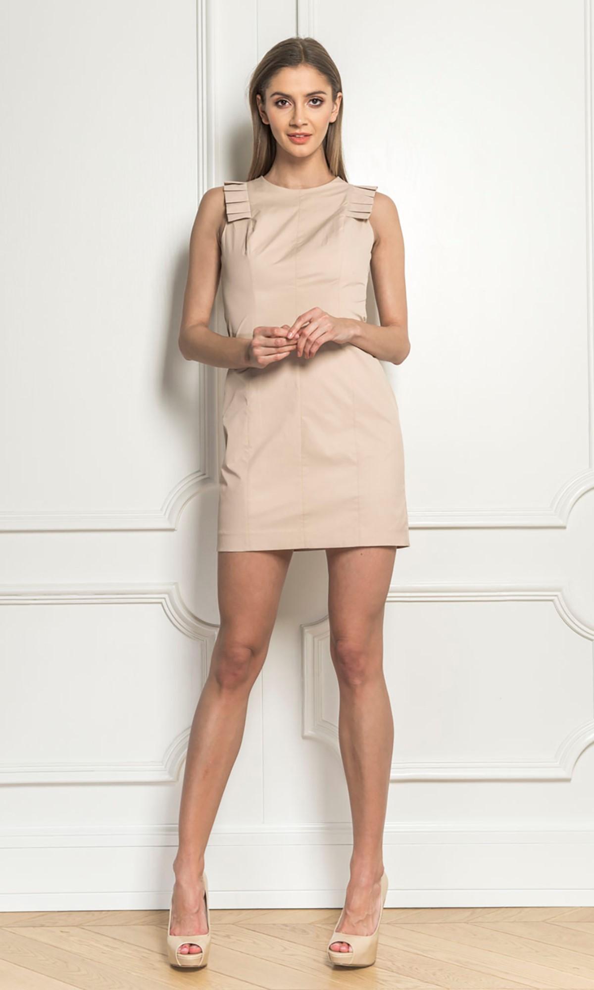 Sukienka z plisami, w kolorze beżowym
