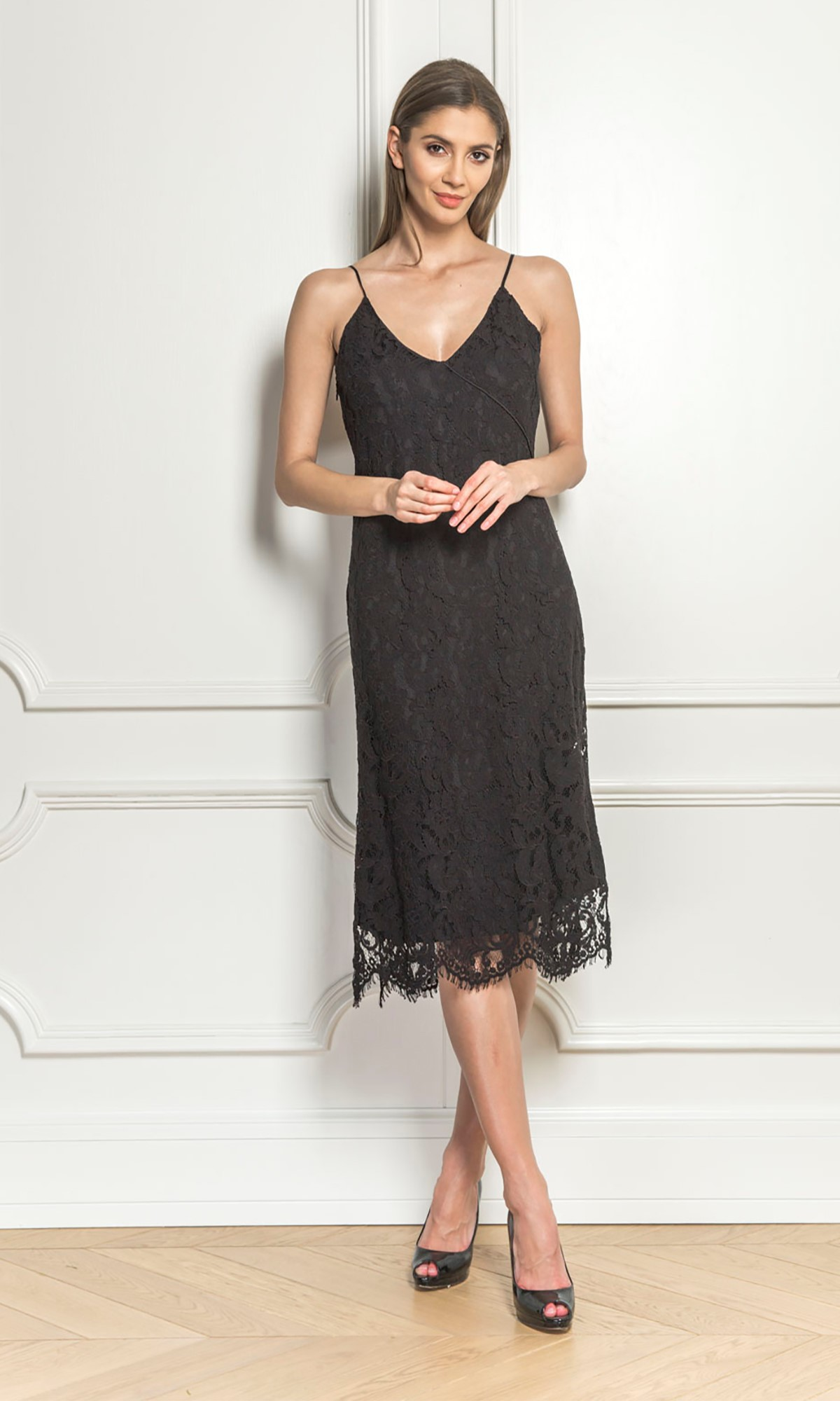 Sukienka koronkowa w kolorze czarnym