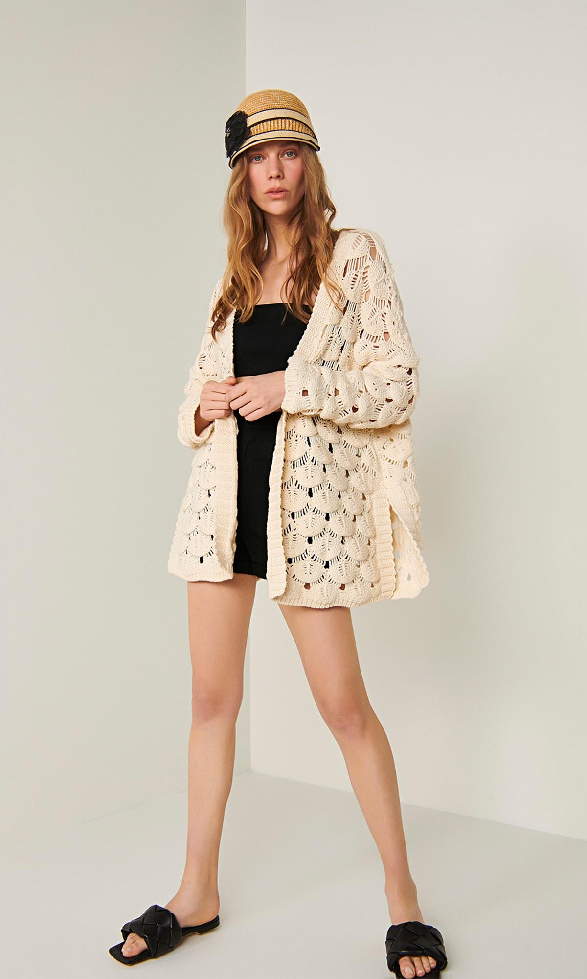 Sweter ażurowy, w kolorze beżowym